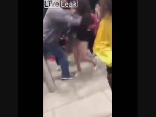 Мужик вырубил 11-летнюю девушку