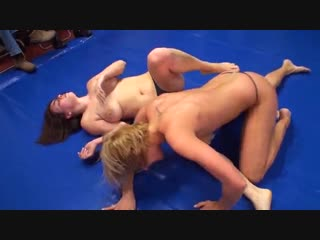 Chick fucked deep penetration small pussey