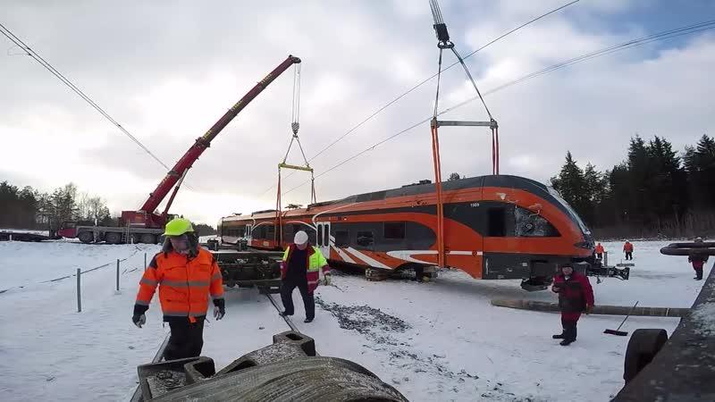 Подъём Штадлера после крушения 2 Lifting of Stadler train after an accident 2