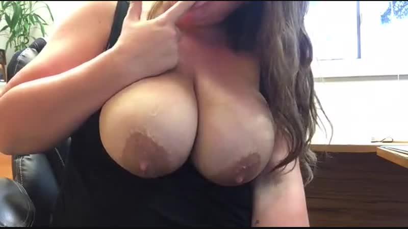 Показала свою большую грудь (Big tits boobs ass натуральная сиськи грудь)