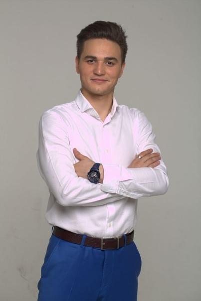 leading Александр Молочко. Александр Молочко (родился 01.05.1994) - российский актер, телеведущий. Биография. Несмотря на то, что на многих интернет-порталах пишут о нем как о коренном москвиче,