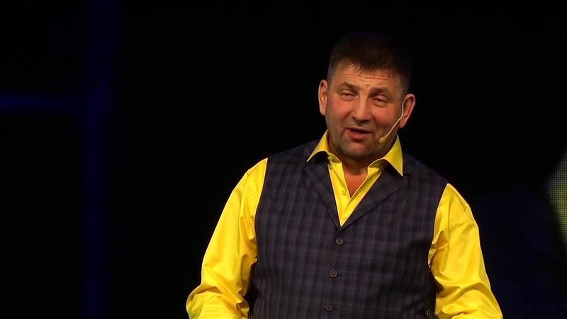 Раиль Садриев читает стихотворение Нияза Акмала.