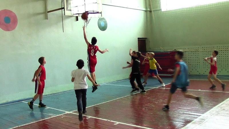 Баскетбол. МОУ СОШ №12 - МОУ СОШ №5. 2007-2008 г.г.р. 10.10.2018.