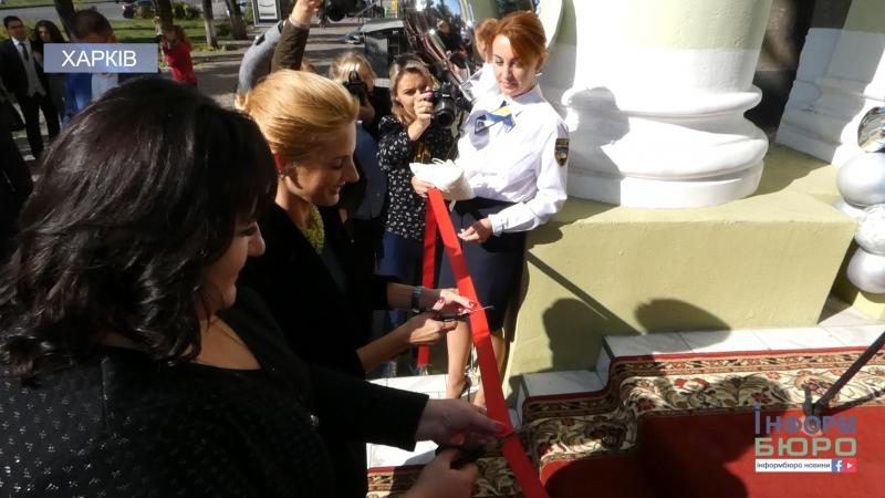 Набридло стояти в черзі у некомфортних умовах У Харкові відкрився центр з надання послуг у сфері державної реєстрації