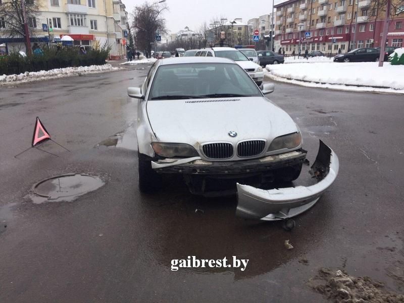 В ДТП на ул. Гоголя столкнулись «БМВ-330» и «Тойота»