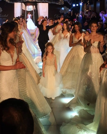 "Anastasya Averbukh on Instagram ""גאווה , התרגשות וכבוד להיות פרזנטורית של החברה המובילה בעולם האופנה ו לא רק לפתוח ,גם לסגור את תצוגה ! האירוע המו..."