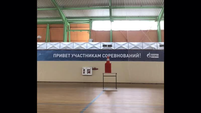 Тренировка финтов с перебрасыванием мяча через соперника