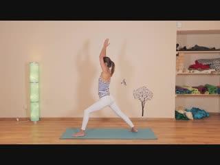 Этот простой урок активной практики йога подарит вам заряд бодрости и хорошего настроения.