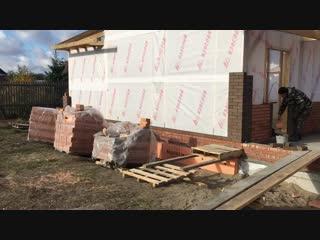 Начинаем кладку облицовочного кирпича при строительстве бани в пос. Ростовка