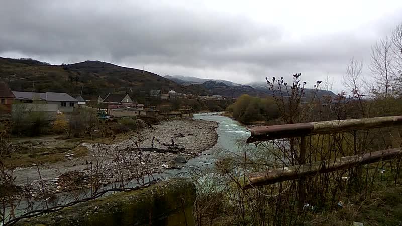 Пакеты с мусором в реку Вся пойма в отходах КБР Заюково р Баксан