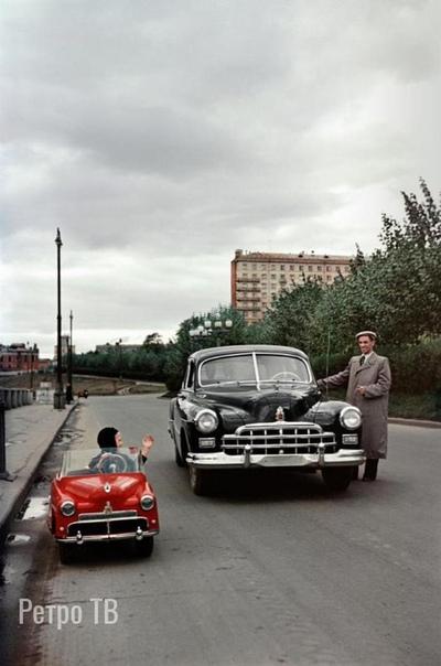 Два водителя, 1955, Полуярославская набережная, Москва