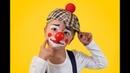 Студийная фотосессия в образе маленького клоуна в домашних условиях.