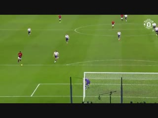 Whichever way you look at it, this is a glorious finish from @marcusrashford! mufc