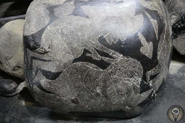 Камни Ики В небольшом городке Ика проживает известный перуанский исследователь доктор Хавьера Кабрера Дакеа, располагающий коллекцией очень необычных камней, называемые камни Ики. Коллекция