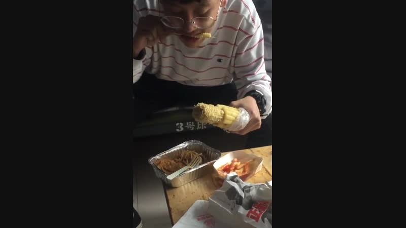 Eating corn in less messy way
