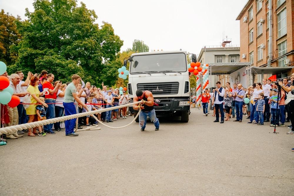 Свыше 2000 таганрожцев посетили «Красный котельщик» по случаю 122-й годовщины со дня основания завода и Дня машиностроителя