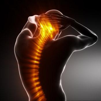 Каковы общие причины боли в верхней части спины?