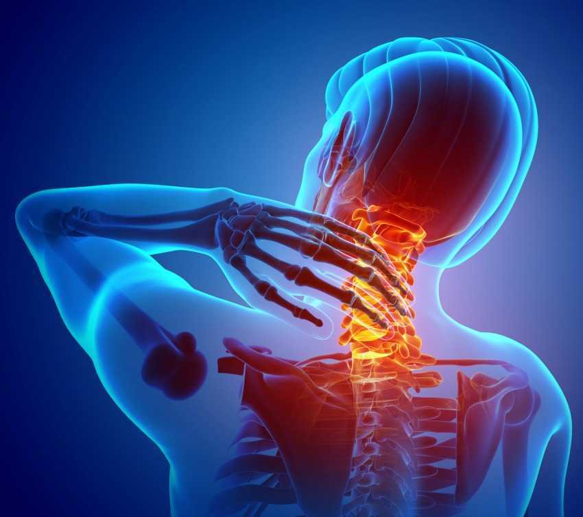 Каковы общие причины боли в средней части спины?