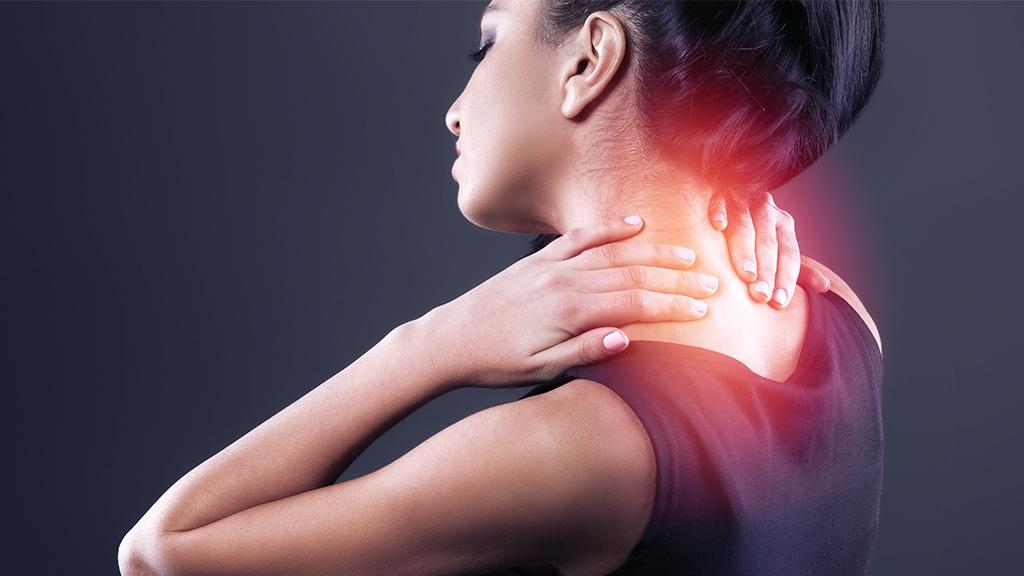 Каковы общие причины боли в груди и верхней части спины?