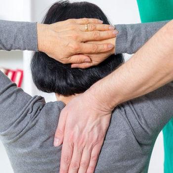 Какая связь между СРК и болью в спине?