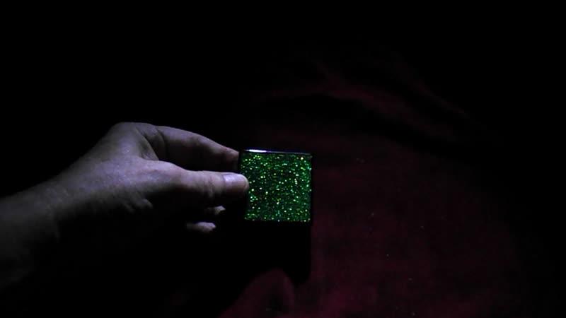 Плитка оргалит лакированный; зелёные блёстки