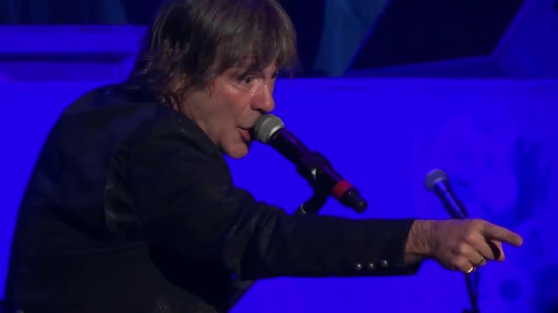 IRON MAIDEN - Bruce Dickinson Stops Show! Hey Fat Boy! Mandalay Bay Las Vegas 9..2013