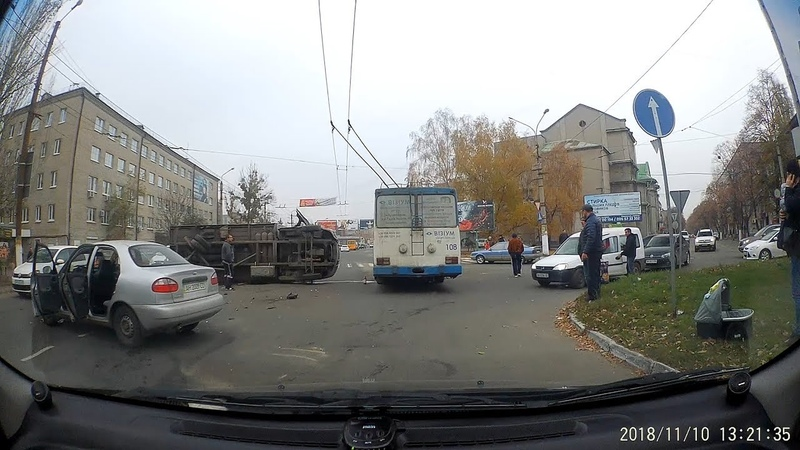 Ланос перевернул грузовик на бок. Славянск САТУ