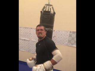 Александр Усик тренируется под песню Виктора Цоя