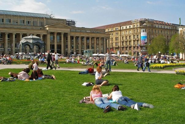 Как живут простые люди в Германии. Плюсы и минусы для русских. Перед переездом в какую-либо из стран Евросоюза большинство людей начинают интересоваться тем, как живут русские в Германии, а