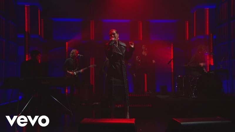 Lykke Li - sex money feelings die (Late Night with Seth Meyers)