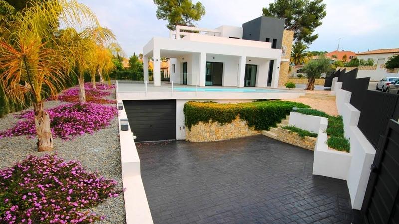 Продажа виллы Hi-Tech площадью 300 м2 в городе Кальпе побережья Коста Бланка. Недвижимость в Испании
