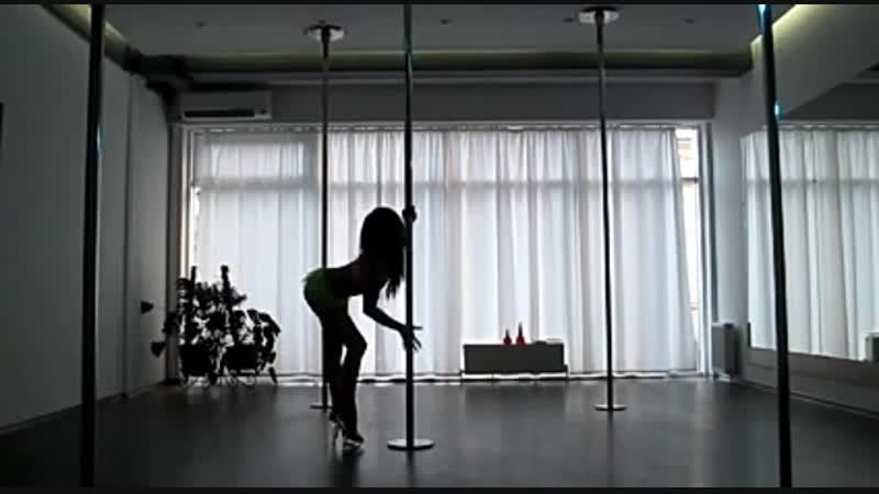 вот так изгоняю усталость..танцем...танцую...