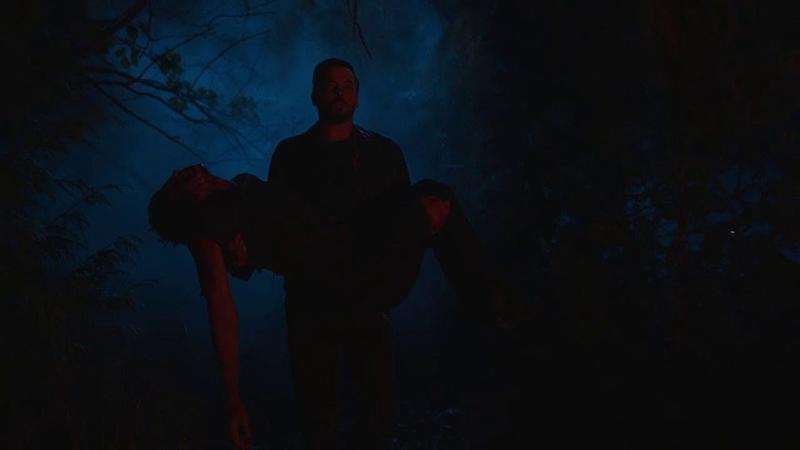 Фпи выносит окровавленное тело Джагхеда Ривердейл 2 сезон 21 серия