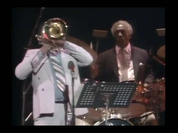 08 A Night in Tunisia Art Blakey A Groovy Night With the Magnificent Six 1984
