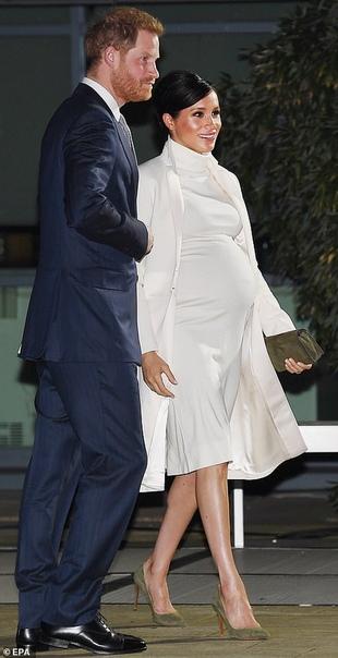 Меган Маркл и принц Гарри на гала-представлении в Музее естественной истории в Лондоне 37-летняя Меган Маркл и 34-летний принц Гарри только что приехали в Музей естественной истории в Лондоне с