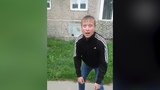 2 убитых в пыль наркозомби бродят по двору. Real video