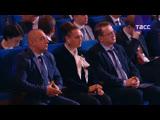 Владимир Путин выступает на торжественном вечере