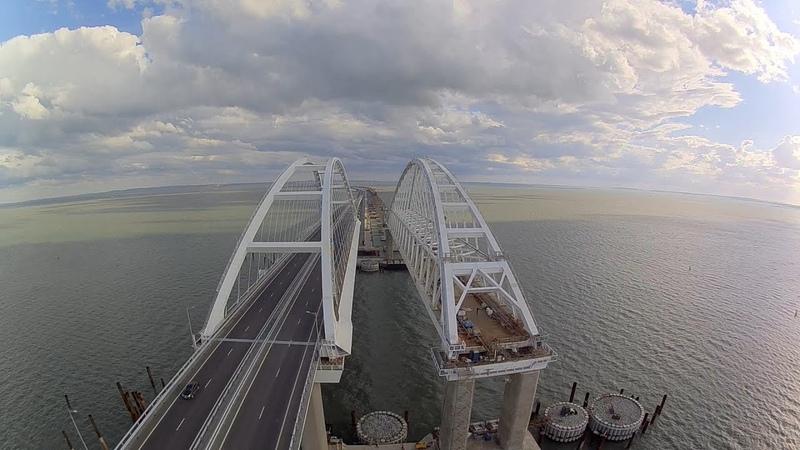 Самодельный квадрокоптер пролетел вдоль Крымского моста. Октябрь 2018.