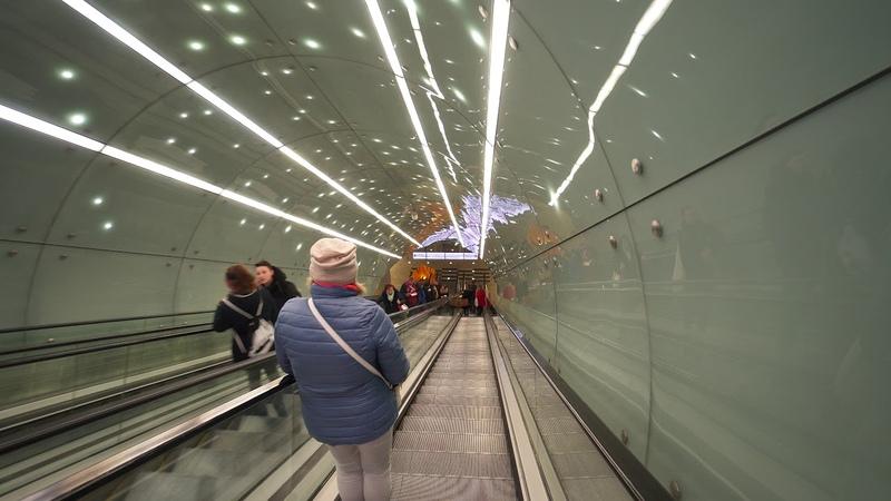 Poland, Warsaw, metro ride from Politechnika to Rondo Daszyńskiego, 4X escalator