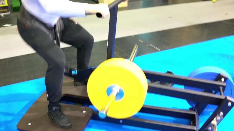 Michael Gundill teste un belt squat, Gymleco
