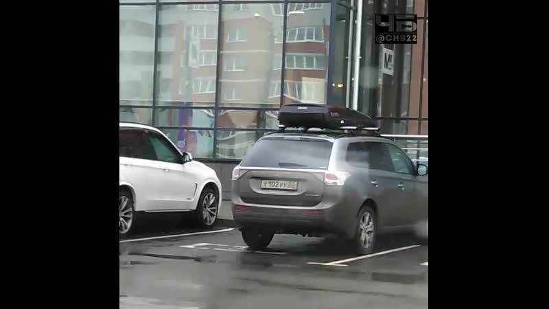 Инвалиды заполонили парковку (ЧёрноеБелое Барнаул)