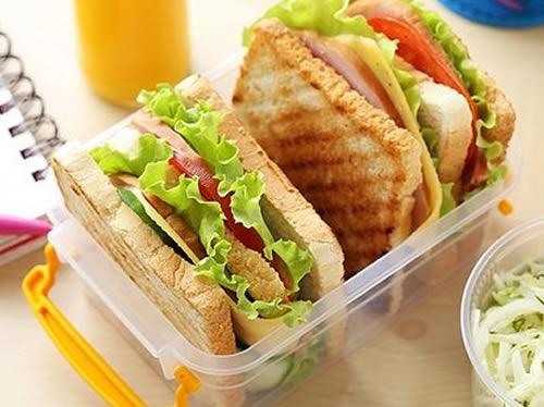 ДОСТАВКА ЕДЫ от компании Рест-Кейтеринг ОБЕДЫ В ОФИС Состав блюд можно варьировать и заказывать сбалансированный питательный и здоровый обед. Обеды в офис стоят недорого и выгодно отличаются по