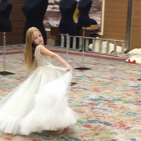 "Anastasya Averbukh on Instagram ""Little symphony 🎼💙 —————————— מאחורי קלעים הכנות אחרונות לפני פתיחה 💥 backstage @dovitabridal Fashion show @..."
