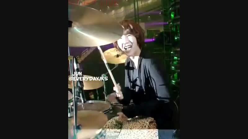 JKS CriShow ~ Соша барабанит