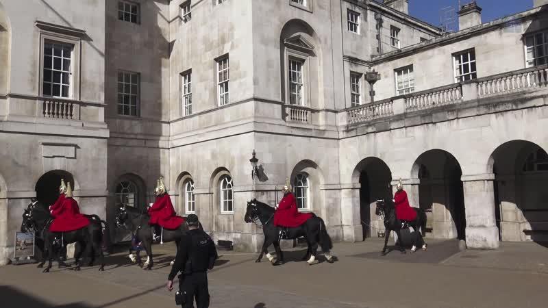 Парад Королевской Конной Гвардии в Лондоне ( Horse Guards Parade at Whitehall. London)