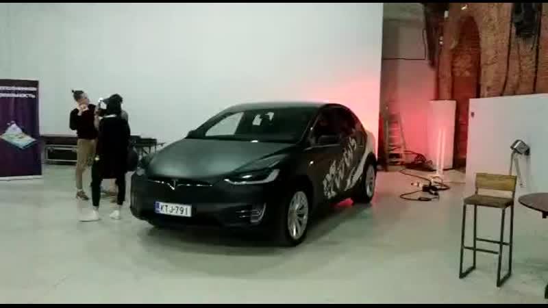 Автомобиль Tesla на VR-фестивале в KOD'e
