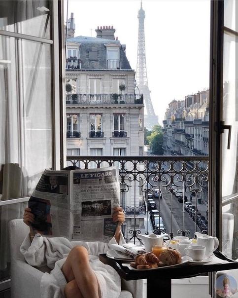 Утро. Круассаны. Париж.