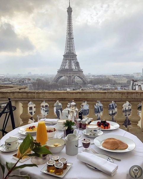 Необычные правила поведения в ресторанах Франции, о которых нужно знать 1. Хлеб, как и кувшин с водой, в ресторанах Франции всегда подают бесплатно, что не может не радовать. Причем в правильном
