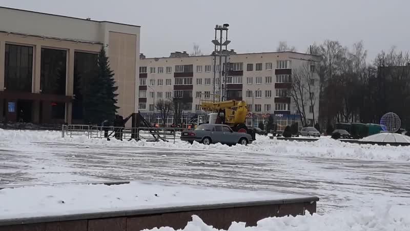 Монтаж Новогодней Ёлки на площади Строителей, г. Новополоцк