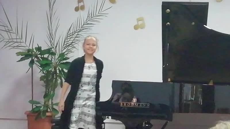 А Билаш Размышление Соня играет на классном концерте